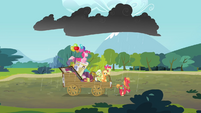 Thundercloud raining on the Apple family and Pinkie S4E09