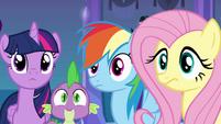 Twilight, Spike, Rainbow Dash, e Fluttershy escutando Luna EG