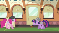 Twilight watching Pinkie S2E24