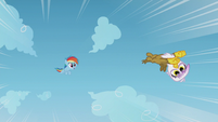 Young Gilda flying impressively S5E8