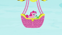 Pinkie Pie starts spouting questions at Gummy S7E11