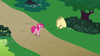 Pinkie walks nervously to Rainbow's house S6E15