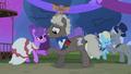 Ponies dancing S4E13.png