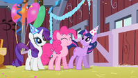 Rarity, Pinkie and Twilight dancing S1E25