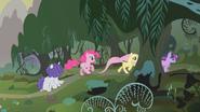S01E09 Kucyki biegną do lasu