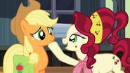 S02E14 Cherry Jubilee komplementuje Applejack