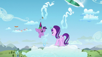 Twilight goes out of the portal with Spike S5E26