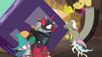 Discord appears before Garbunkle and McBiggen S6E17