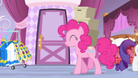 Pinkie Pie carrying boxes S4E19