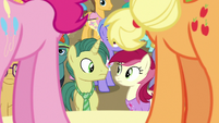 Pinkie and Applejack sing to the crowd S7E14