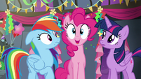 Pinkie pops in between Rainbow and Twilight S6E7
