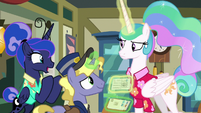 Ponet delivers Luna's postcard to Celestia S9E13