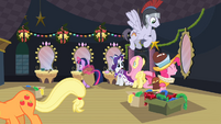 Ponies preparing backstage S2E11