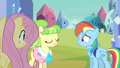 Rainbow Dash just struggling S3E12.png