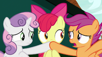 """Scootaloo """"we can't give away the surprise!"""" S9E23"""