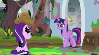 Twilight entering the destroyed classroom S9E20
