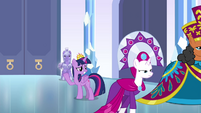 Twilight waving goodbye to the dignitaries S4E25