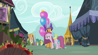 Twisty's balloons deflate as Pinkie walks past S8E18