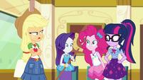 Applejack tells Pinkie the party's over EGDS12c