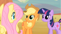 Fluttershy talking to Applejack S02E14