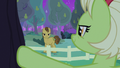 Grand Pear glaring angrily at Granny Smith S7E13.png