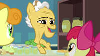 Grand Pear introduces himself to Apple Bloom S7E13