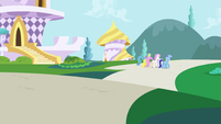 Lemon Hearts, Twinkleshine and Minuette walking away S01E01