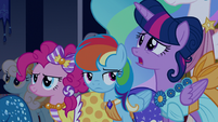 Rainbow Dash looking at Twilight S5E7