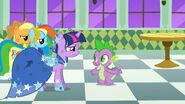 S01E26 Spike cieszy się na widok przyjaciółek