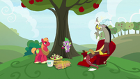 """Spike """"you painted apples"""" S9E23"""