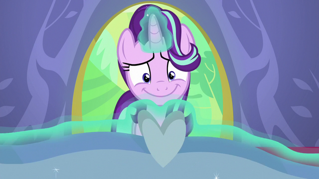 File:Starlight happily levitates her present S7E1.png
