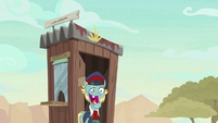 Ticket Pony laughs his way into ticket booth S8E23