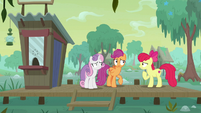 Apple Bloom gestures her friends to huddle up S9E22