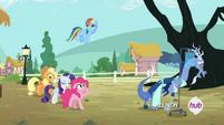 Applejack, Pinkie y Rainbow con cara de Emm...