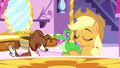 Applejack using Gummy as a brush S5E13.png