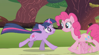 Pinkie wants that Twilight would follow her S01E10