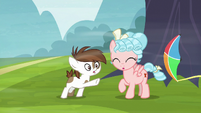 Pipsqueak's kite gets blown out of his hooves S8E12