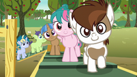 Pipsqueak and foals waiting to see the Crusaders S7E21
