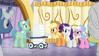 Ponies staring at Spa Worker S6E10