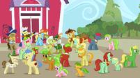 The Apple family dancing S3E8