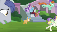 Twilight and Neighsay surrounded by chaos S8E1