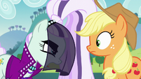 Countess Coloratura accuses Applejack of jealousy S5E24