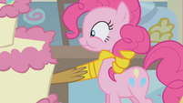 Gilda grabs Pinkie by the neck S1E05