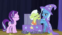 Granny Smith grumbling at Trixie S8E19