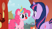 Pinkie invites Twilight