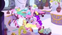 Ponies at the spa S4E14