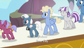 Ponies boarding the zeppelin S7E22.png