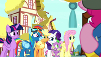 Rainbow Dash backs away from Pinkie S8E18