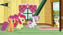 Sweetie Belle invites Zipporwhill into clubhouse S7E6