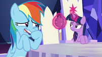 Twilight finds whoopee cushion in her throne S6E15